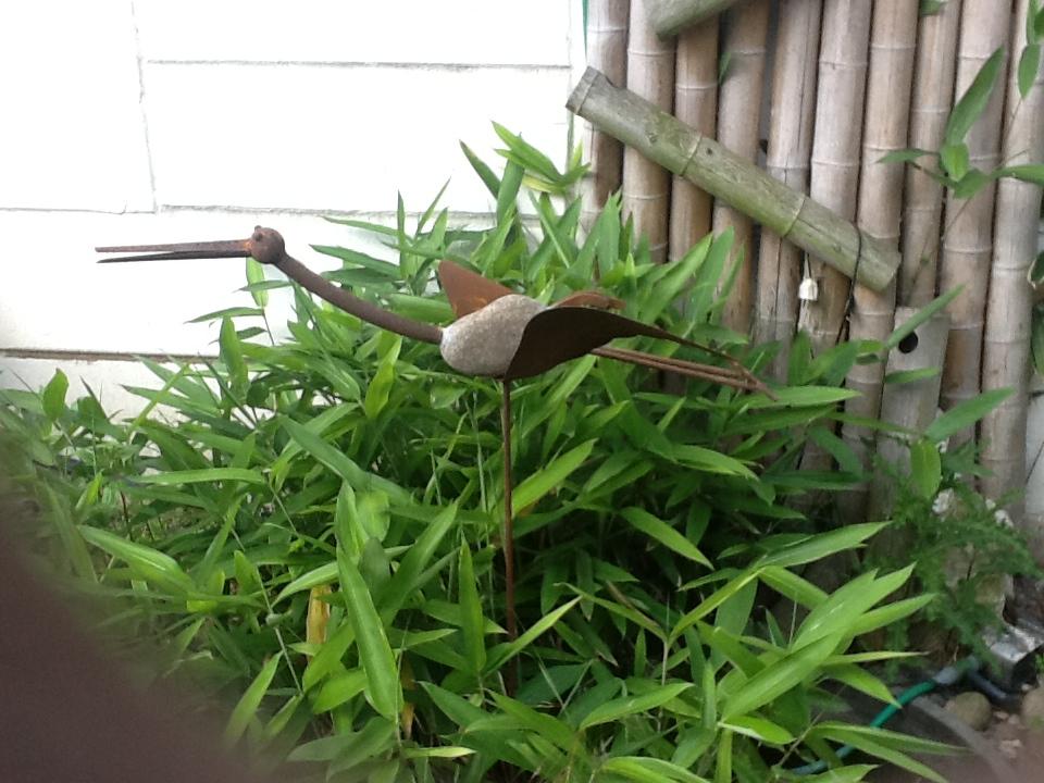 Gartenstecker beetstecker kranich aus eisen und stein for Gartendeko aus stein und metall